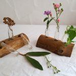 Rustikale Blumenvase aus Holz und ein bisschen Glas