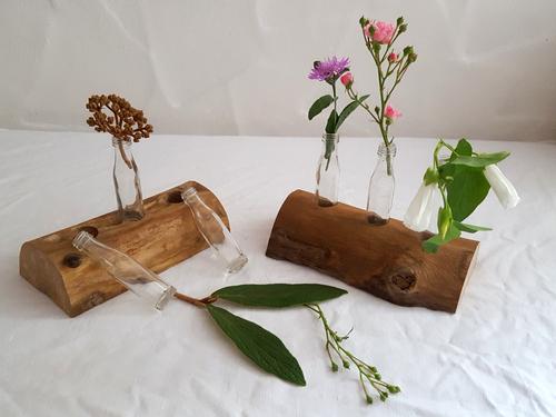Rustikale Blumenvase aus Holz und Glas