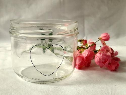 Auf dem Schraubglas markierst Du die gewünschte Stelle für Deine Form
